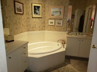 Impressive 3 BR / 2 Bath Duplex in Sarasota